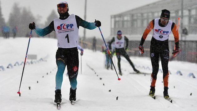 Francouz Valentin Chauvin (vlevo) a Švýcar Ueli Schnider.