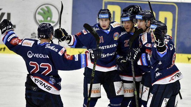 Hráči Vítkovic se radují z gólu - ilustrační foto.