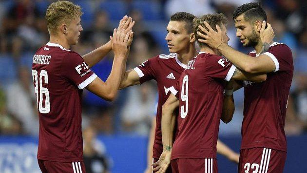 Hráči Sparty se radují ze čtvrtého gólu do sítě Liberce.