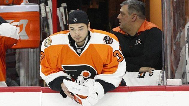Hokejový brankář Michal Neuvirth se chystá na novou sezónu zámořské NHL, zatím však netuší, kde bude chytat.