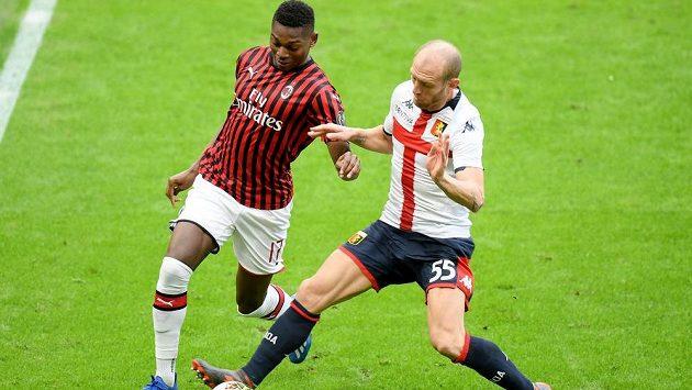 Portugalský fotbalista Rafael Leao z AC Milán (vlevo) musí zaplatit Sportingu Lisabon 16,5 milionu eur (457 milionů korun).
