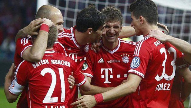 Fotbalisté Bayernu Mnichov slaví další triumf.