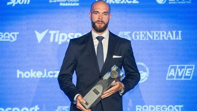 Nejlepší hokejista sezóny Michal Vondrka během vyhlášení ankety Hokejista sezóny 2016/2017.