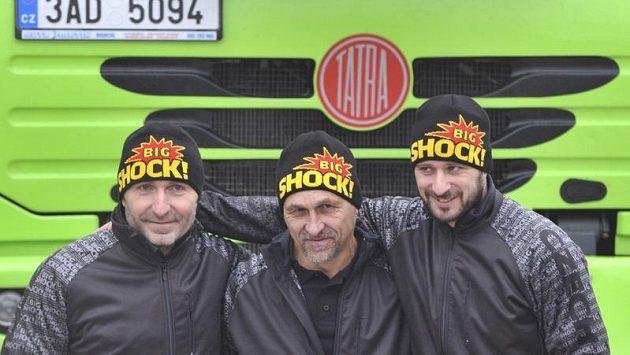 Posádka Czech Dakar Teamu ve složení (zleva) Jaro Miškolci, Milan Holáň a Tomáš Vrátný.