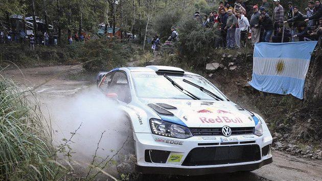 Finský pilot Jari-Matti Latvala na trati Argentinské rallye.