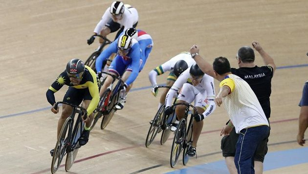 Český cyklista Tomáš Bábek získal na mistrovství světa dráhařů v Hongkongu bronz v keirinu. Zlato bral Azizulhasni Awang z Malajsie.