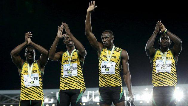 Jamajská štafeta se stříbrnými medailemi.