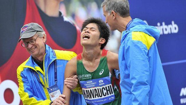 """Japonec Yuki Kawauči doběhl maratón v New Yorku na šestém místě. Do závodu dal opravdu vše. Takto bojuje """"amatér""""."""