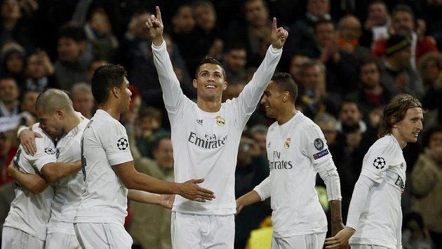 Cristiano Ronaldo se raduje. Gólem načal v odvetě osmifinále Ligy mistrů celek AS Řím.