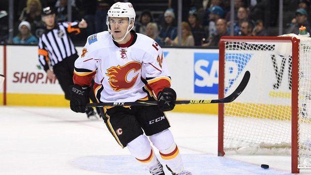 Jiří Hudler (24) dal do prázdné brány na 2:0 pro Calgary v utkání se San Jose.