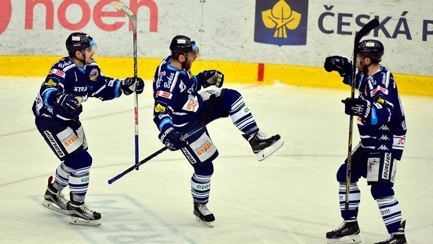 Hokejisté Vítkovice se radují z gólu - ilustrační foto.
