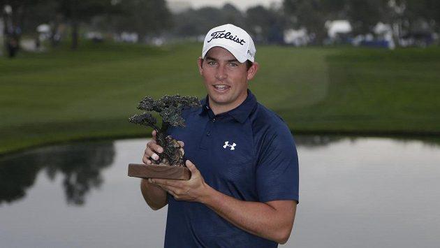 Scott Stallings s trofejí.