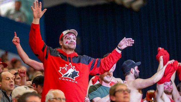 Fanoušek Kanady na mistrovství světa hokejistů do 20 let během finále s Ruskem.