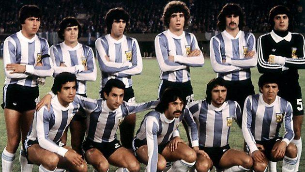 Slavný argentinský tým z roku 1978. René Houseman je v horní řadě druhý zleva.