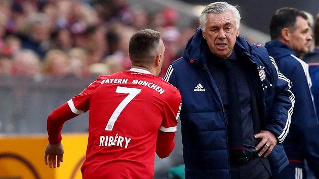 Franck Ribéry prý patřil mezi pětici hráčů Bayernu, kteří šli proti trenérovi Carlu Ancelottimu, který v klubu ve čtvrtek skončil.