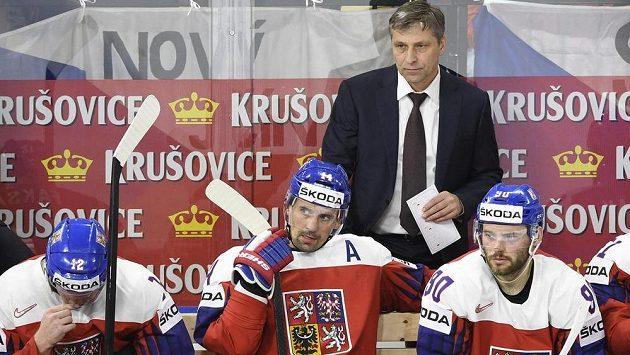 Český kouč Josef Jandač na střídačce národního týmu.