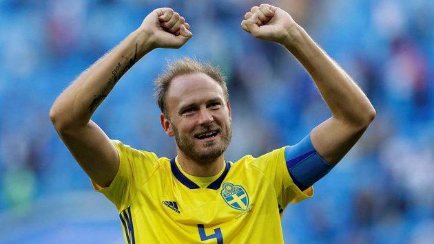Kapitán švédské reprezentace Andreas Granqvist slavil postup do čtvrtfinále MS. Možná ho v tu chvíli nenapadlo, do jakého časového presu se díky tomu dostane.