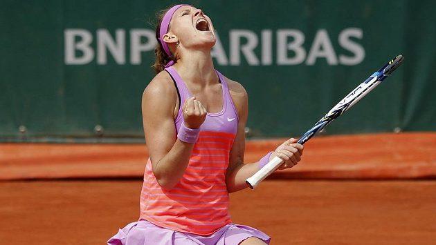 Česká tenistka Lucie Šafářová se raduje z vítězství nad Španělkou Garbiňe Muguruzaovou.