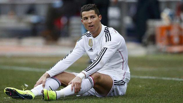 Zklamaný Cristiano Ronaldo po prohraném derby.