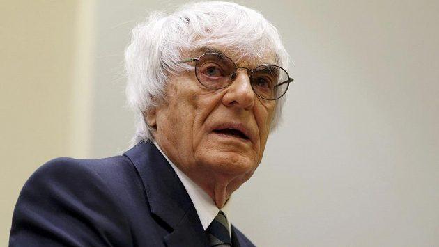 Šef formule 1 Bernie Ecclestone u mnichovského soudu.