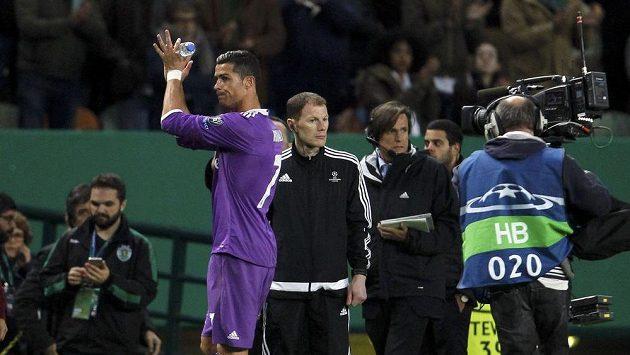 Cristiano Ronaldo zdraví fanoušky Benfiky Lisabon.