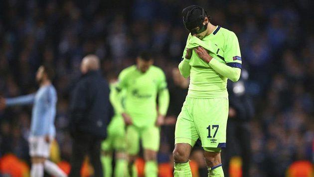 Zklamaný fotbalista Schalke Benjamin Stambouli.