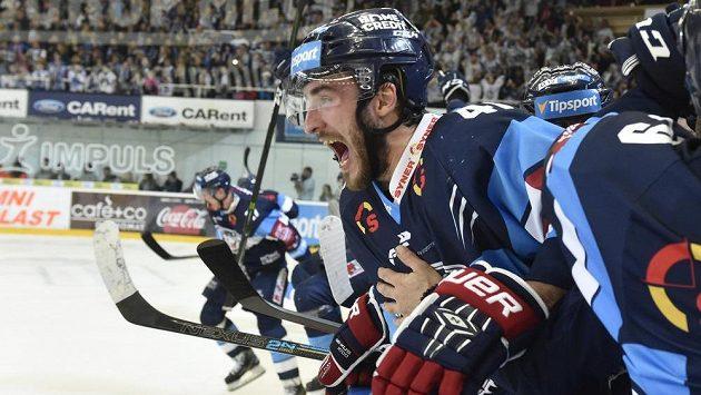 Hráči Liberce se radují z vítězství v Brně a postupu do finále, uprostřed Tomáš Filippi.