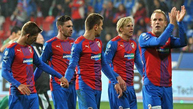 Hráči Plzně se radují z vítězství nad Bohemians 1905.