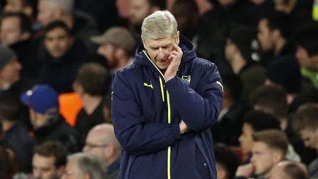 Kouč Arsenalu Arséne Wenger po debaklu s Bayernem v odvetném osmifinále Ligy mistrů.