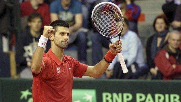 Srb Novak Djokovič vybojoval první bod v daviscupovém duelu s Belgií.