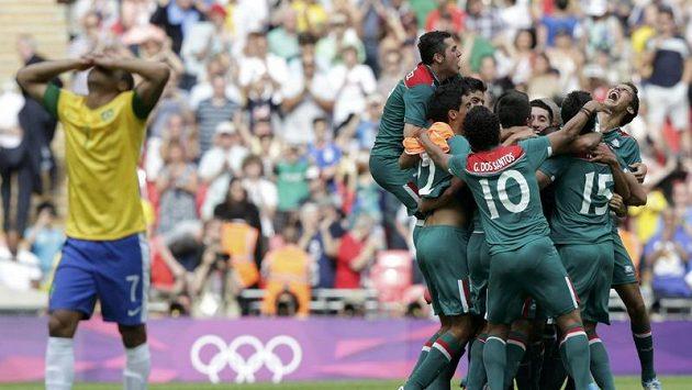 Brazilec Lucas smutní, zlato získali Mexičané.