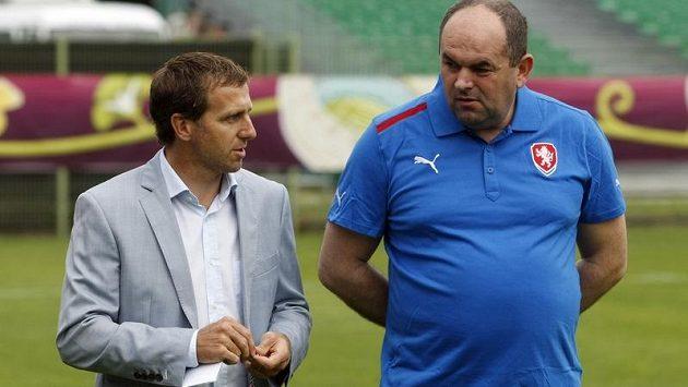 Šéf českého fotbalu Miroslav Pelta (vpravo) s členem výkonného výboru Karlem Poborským si určitě měli co říci