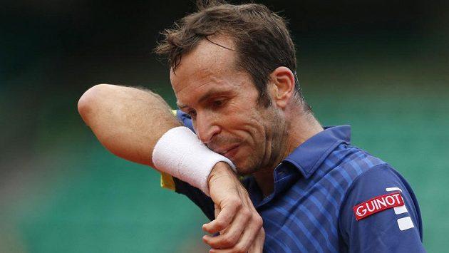 Radek Štěpánek během zápasu s Andym Murraym na letošním French Open.