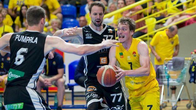 Basketbalisté Nymburka ve druhém kole nové sezony nejvyšší soutěže vyhráli 97:70 ve Svitavách (ilustrační foto)