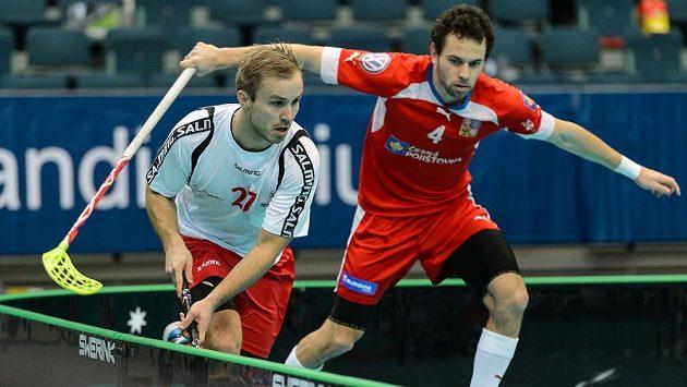 Čeští florbalisté budou proti Švýcarům spoléhat i na střelce Jiřího Curneyho (vpravo při zápase proti Norsku).