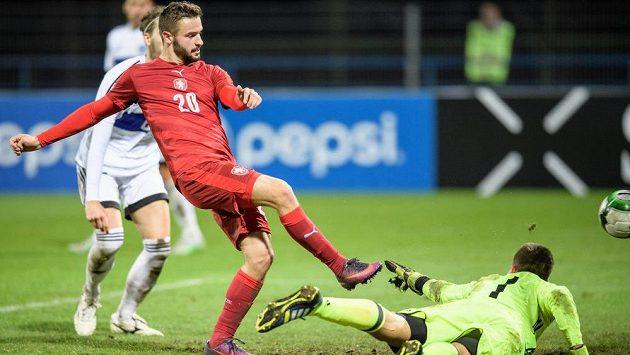 Český útočník Tomáš Zajíc střílí úvodní gól v utkání kvalifikace ME 2019 hráčů do 21 let proti San Marinu.