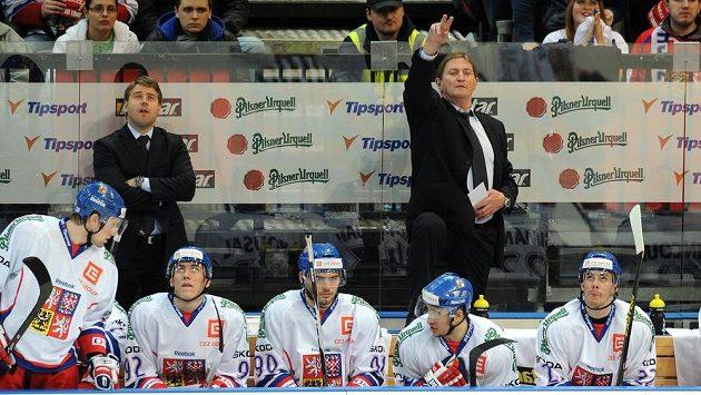 Trenér Alois Hadamczik na střídačce české hokejové reprezentace - ilustrační foto.