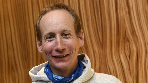 Běžec Lukáš Bauer během tiskové konference Českého svazu lyžařů před nadcházející sezónou.