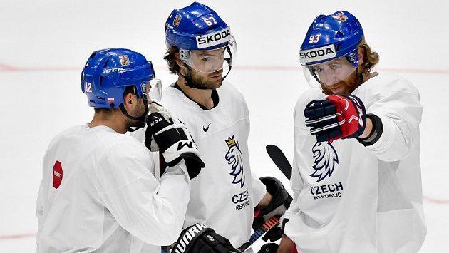 Útočníci české hokejové reprezentace Dominik Simon, Michael Frolík a Jakub Voráček na tréninku.