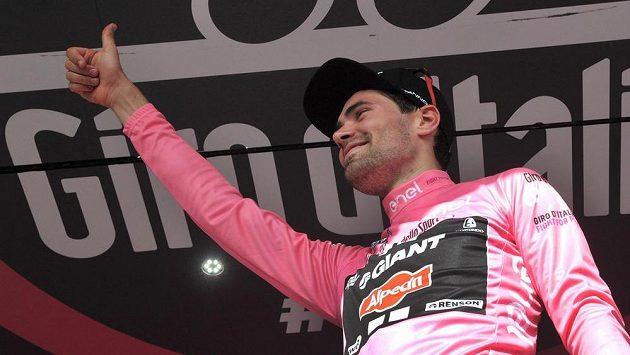 Nizozemský cyklista Tom Dumoulin zatím vede celkovou klasifikaci Gira.