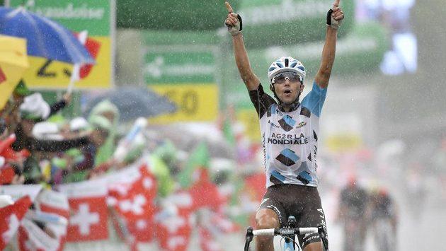 Italský cyklista Domenico Pozzovivo z týmu Ag2r La Mondiale slaví vítězství v šesté etapě závodu Kolem Švýcarska.