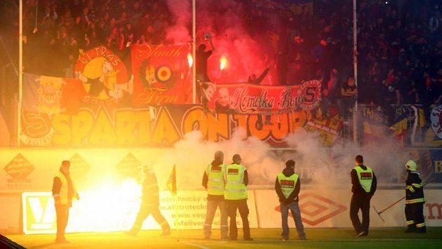 Poslední exces způsobili sparťanští fanoušci během ligového zápasu v Teplicích.