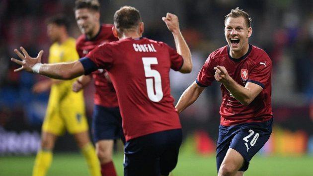 Matěj Vydra (vpravo) slaví svůj gól s Vladimírem Coufalem
