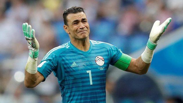 Egyptský brankář Ísam Haddarí se stal nejstarším fotbalistou, který kdy nastoupil na mistrovství světa. Chytil i penaltu, ale porážce nezabránil.