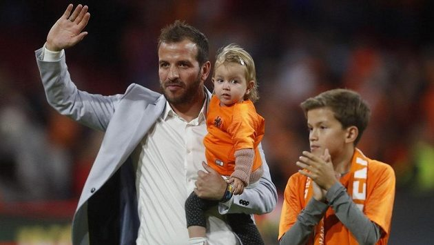Dlouholetý nizozemský reprezentant Rafael van der Vaart po 18 letech kariéry končí s profesionálním fotbalem.