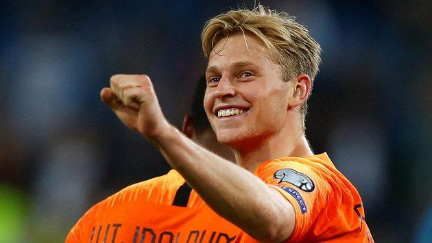 Nizozemec Frenkie de Jong se raduje z výhry nad Německem.