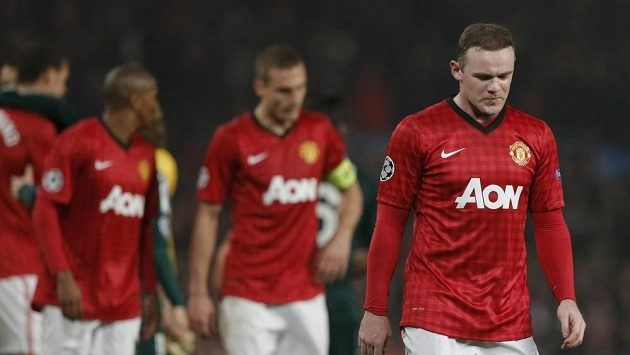 Wayne Rooney je smutný. V Manchesteru United už není útočníkem číslo jedna. Ani jako střídající hráč nedokázal v utkání s Realem svůj tým spasit.