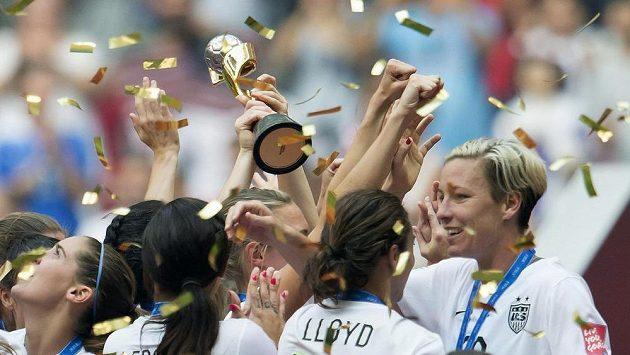 Americké fotbalistky slaví zisk zlatých medailí na mistrovství světa žen ve Vancouveru.