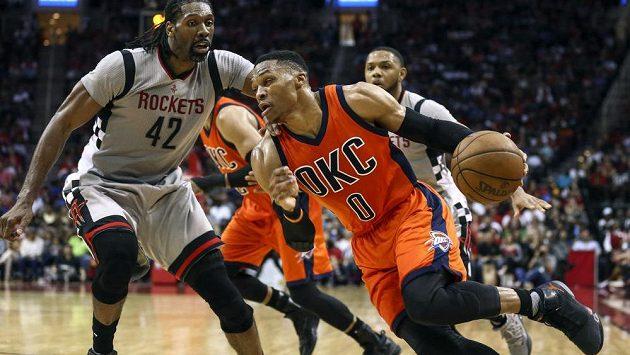 Basketbalisté týmu Oklahoma City Thunder prohráli v NBA s Houstonem Rockets po přestřelce 125:137.