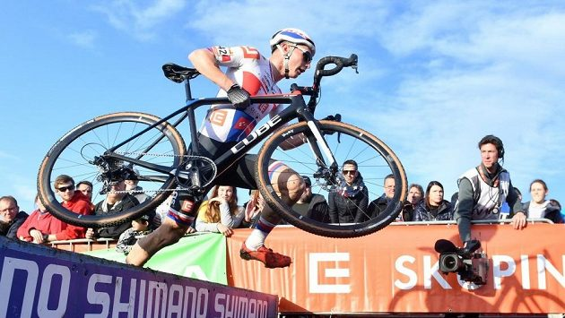 Michael Boroš při Světovém poháru cyklokrosařů v Táboře.